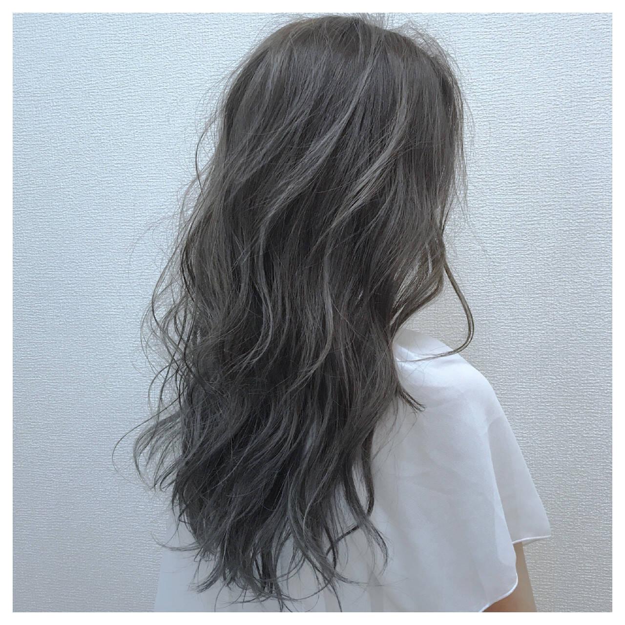 アンニュイ 雨の日 ウェーブ セミロングヘアスタイルや髪型の写真・画像