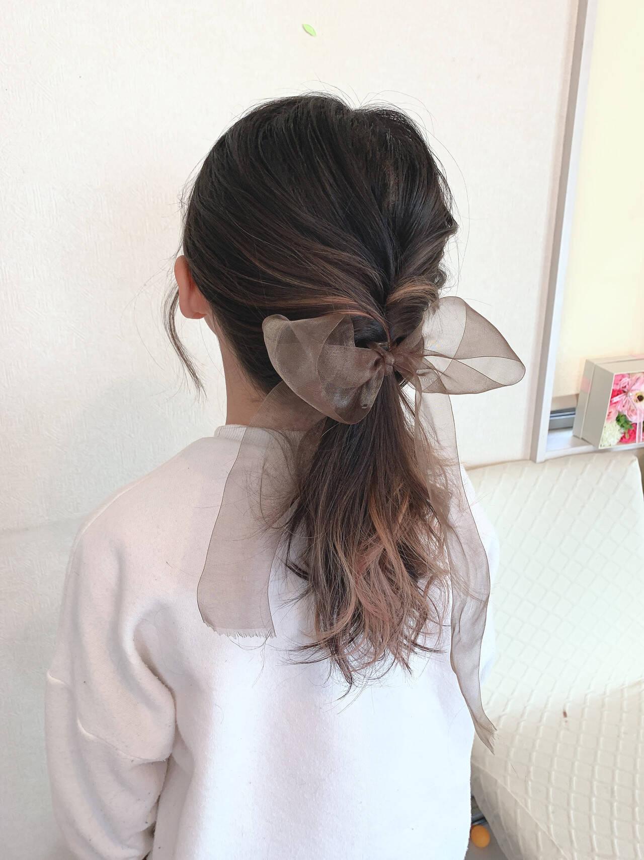 ヌーディベージュ セミロング ガーリー くるりんぱヘアスタイルや髪型の写真・画像
