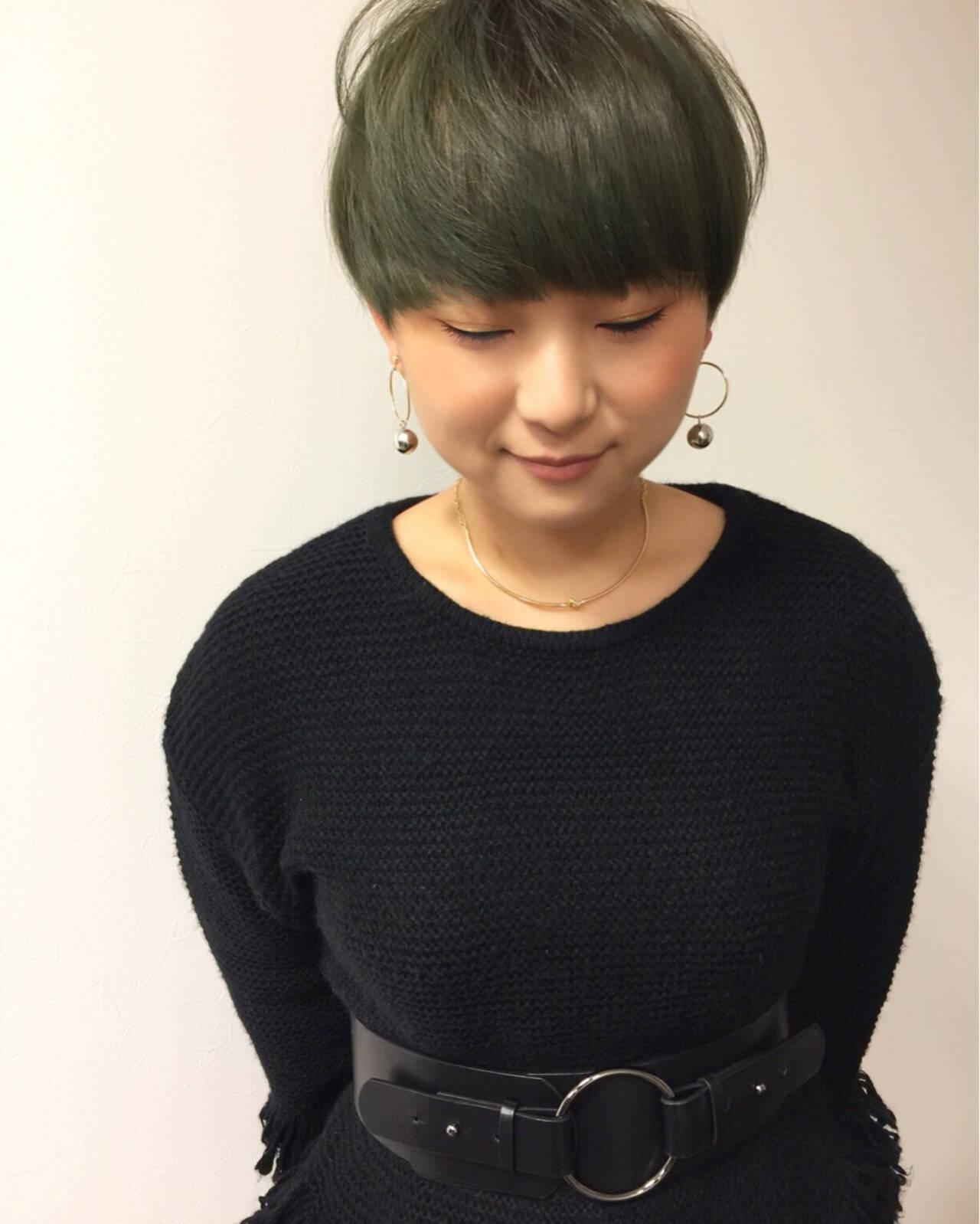 ハイトーン ショート 刈り上げ モードヘアスタイルや髪型の写真・画像