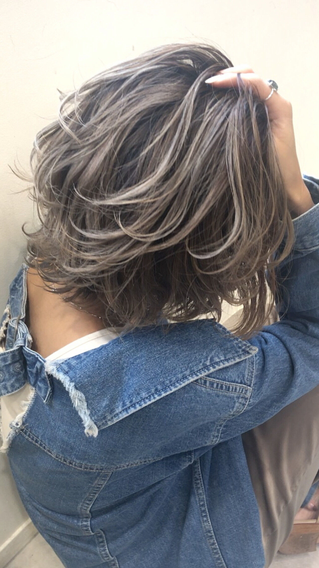 グレージュ ボブ アンニュイほつれヘア 外国人風カラーヘアスタイルや髪型の写真・画像