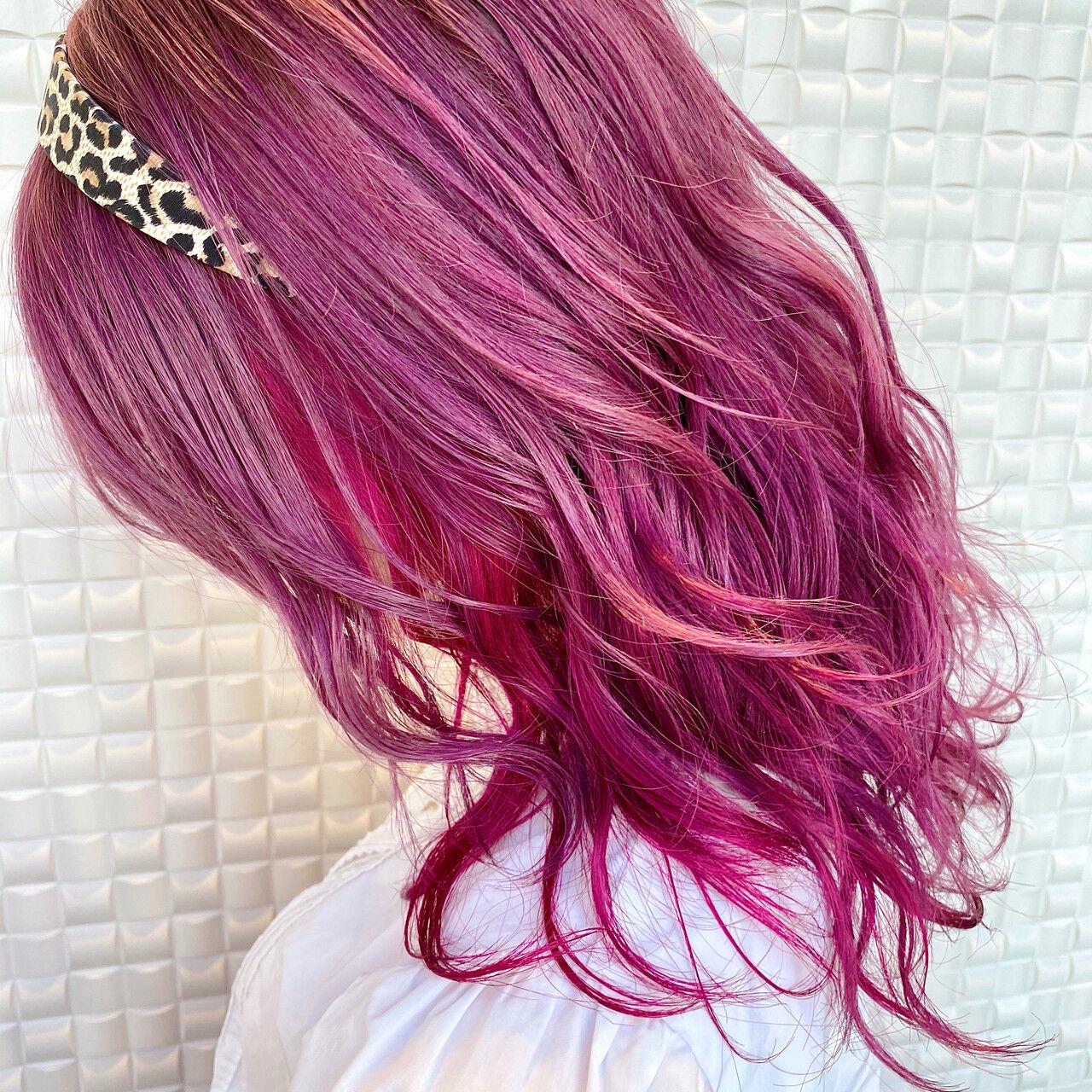 ガーリー イヤリングカラー デザインカラー ミディアムヘアスタイルや髪型の写真・画像