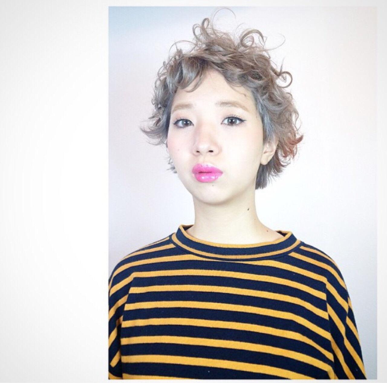 アッシュ ピュア ショート パーマヘアスタイルや髪型の写真・画像