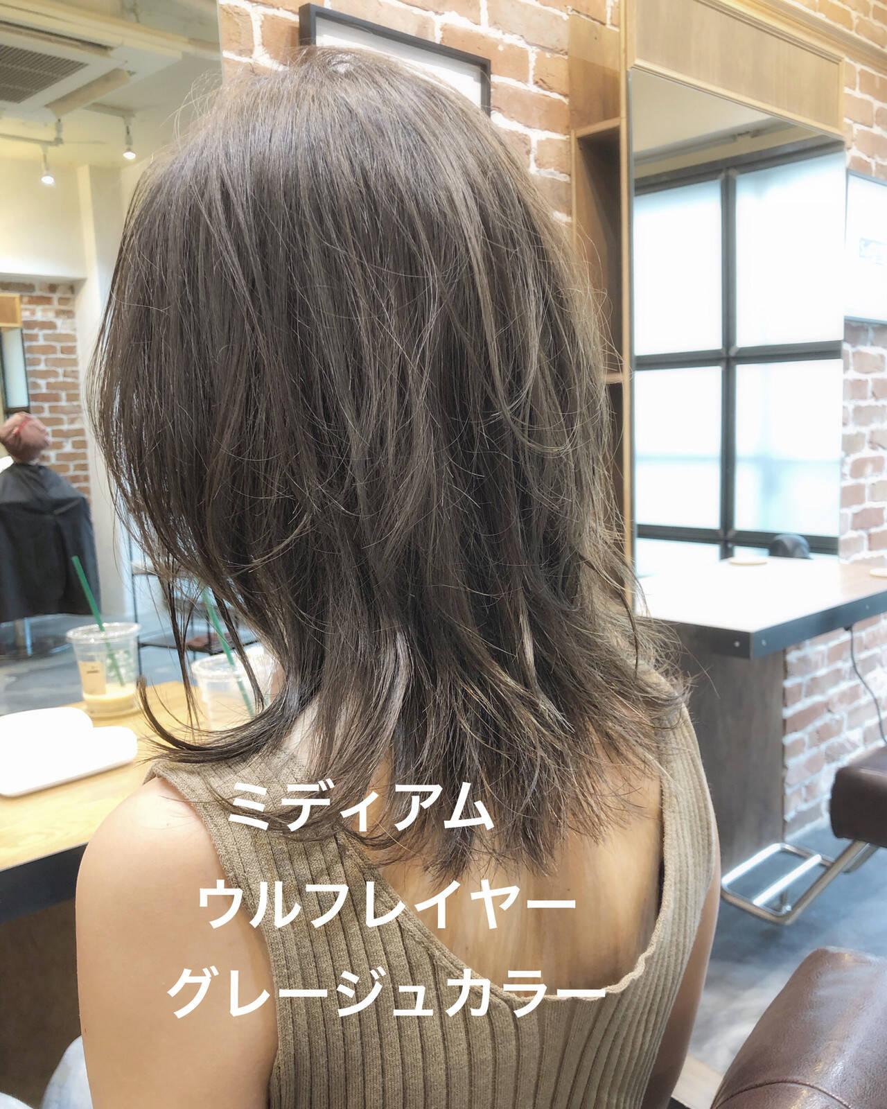 アッシュグレージュ ミディアム モード アッシュベージュヘアスタイルや髪型の写真・画像