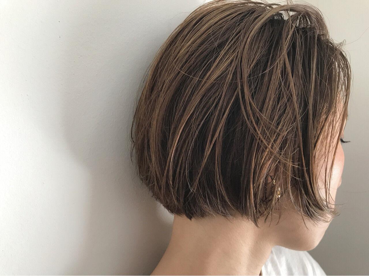デート リラックス ショートボブ 切りっぱなしヘアスタイルや髪型の写真・画像