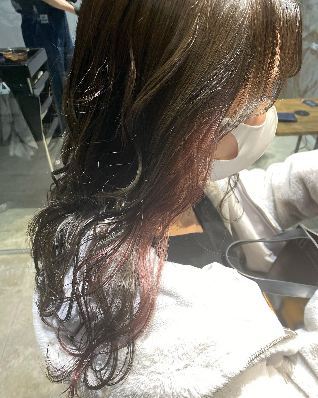 インナーカラー ショコラブラウン ロング シルバーアッシュヘアスタイルや髪型の写真・画像