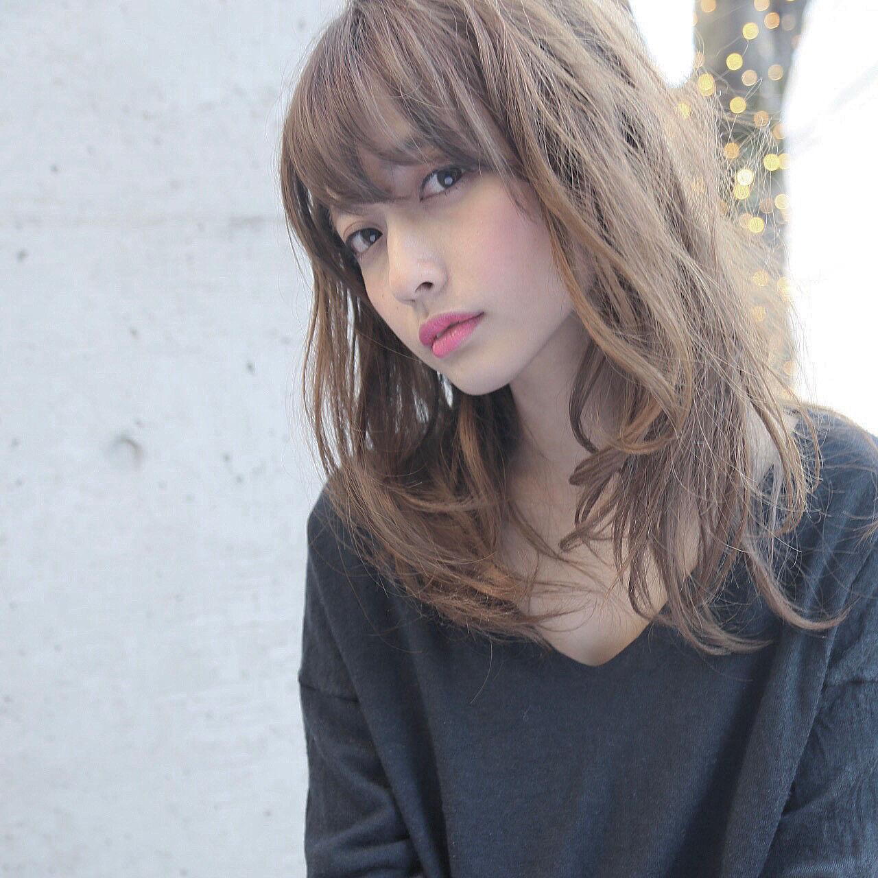 アッシュ 波ウェーブ セミロング ゆるふわヘアスタイルや髪型の写真・画像