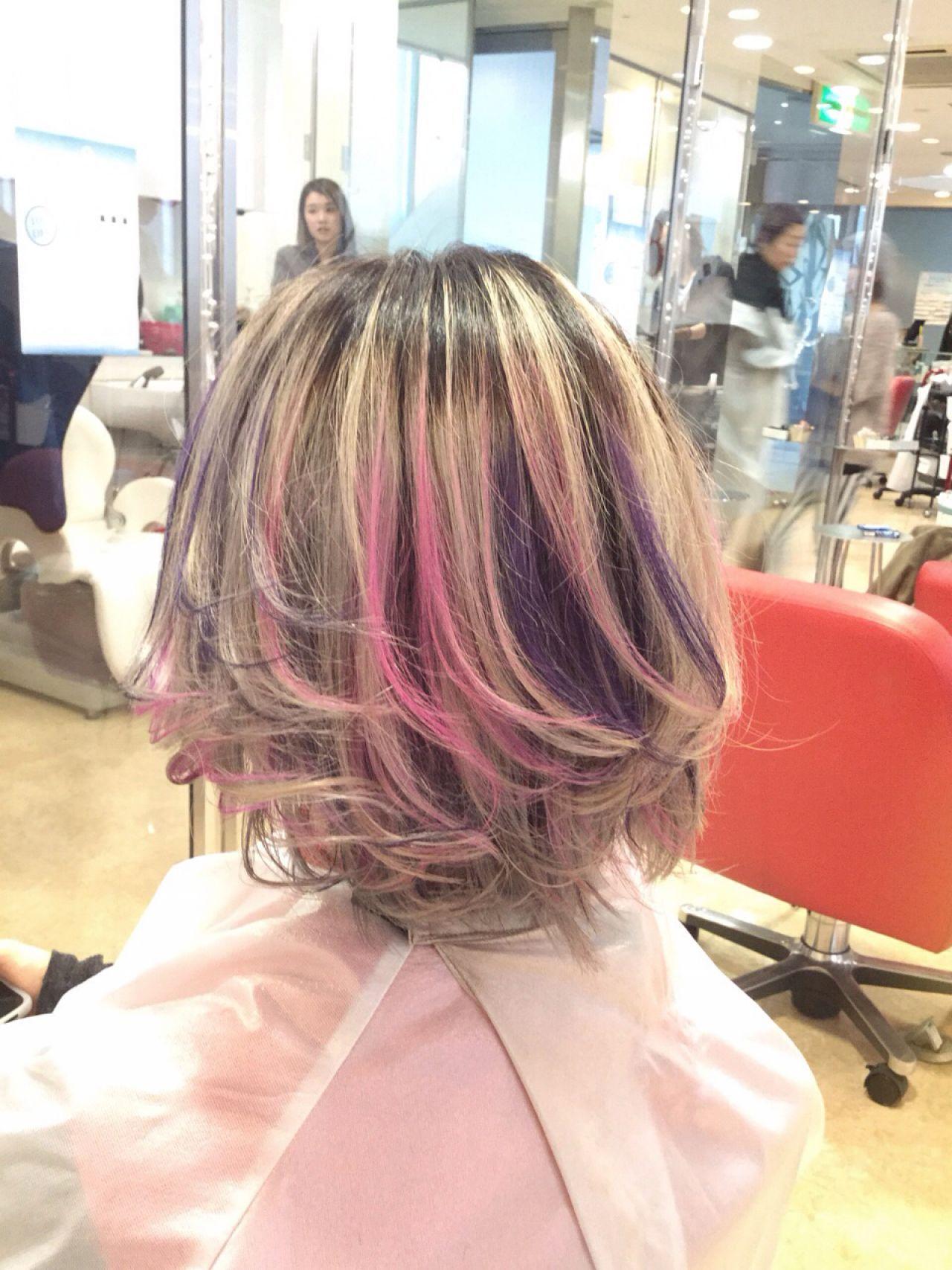 ショート レッド ピンク ガーリーヘアスタイルや髪型の写真・画像