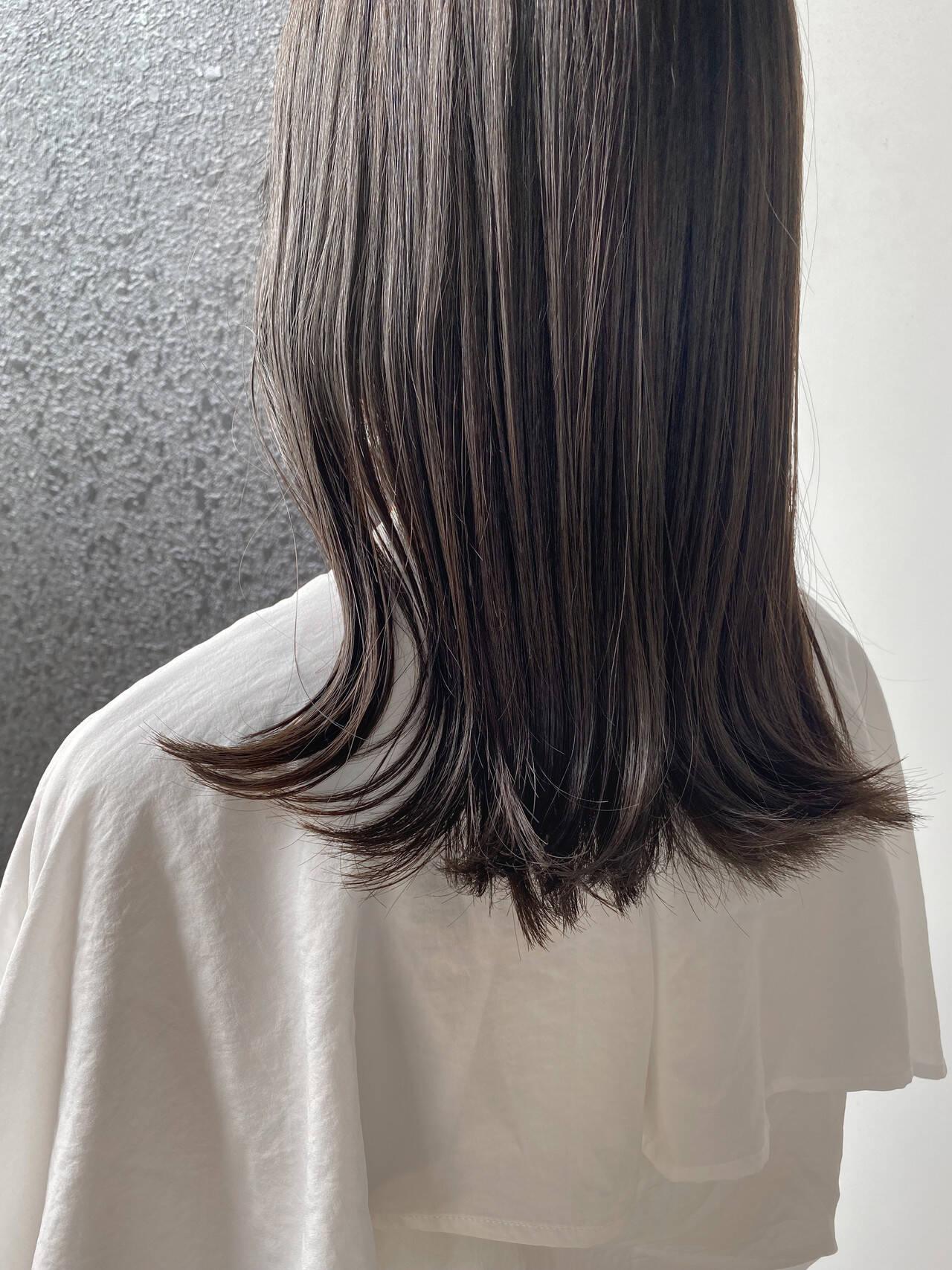 ミディアム ベージュ アッシュベージュ グレージュヘアスタイルや髪型の写真・画像