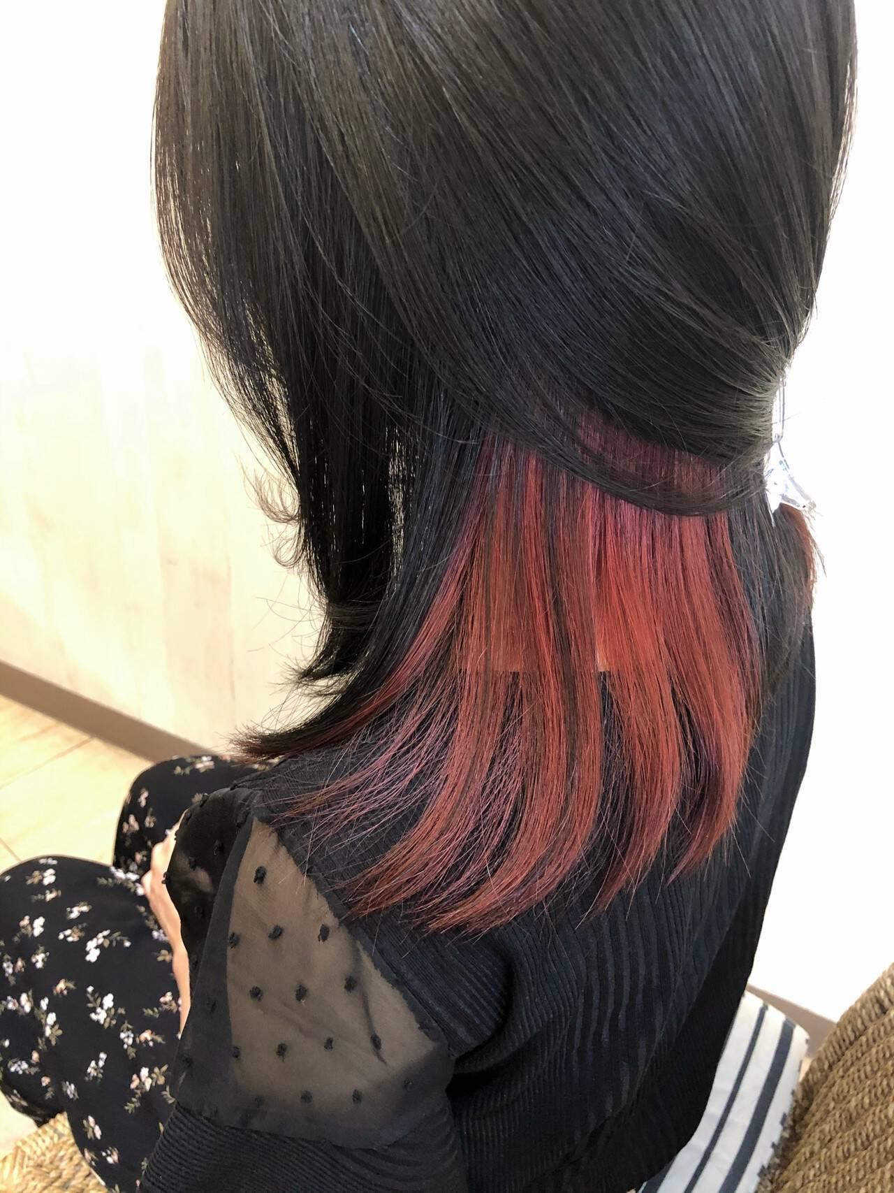 インナーカラーレッド インナーカラー チェリーレッド セミロングヘアスタイルや髪型の写真・画像