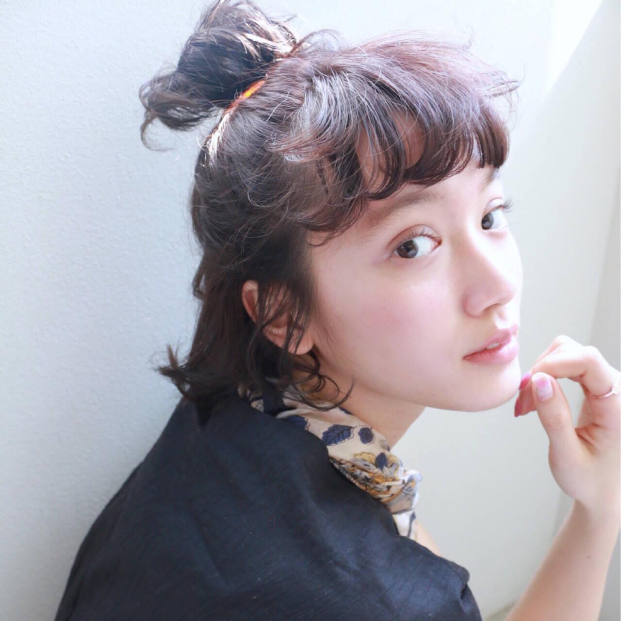 ショート 大人かわいい ヘアアクセ 簡単ヘアアレンジヘアスタイルや髪型の写真・画像