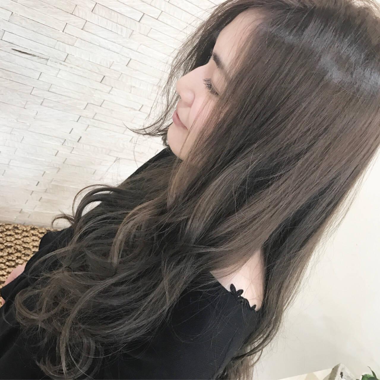 ナチュラル アッシュ 3Dカラー 巻き髪ヘアスタイルや髪型の写真・画像