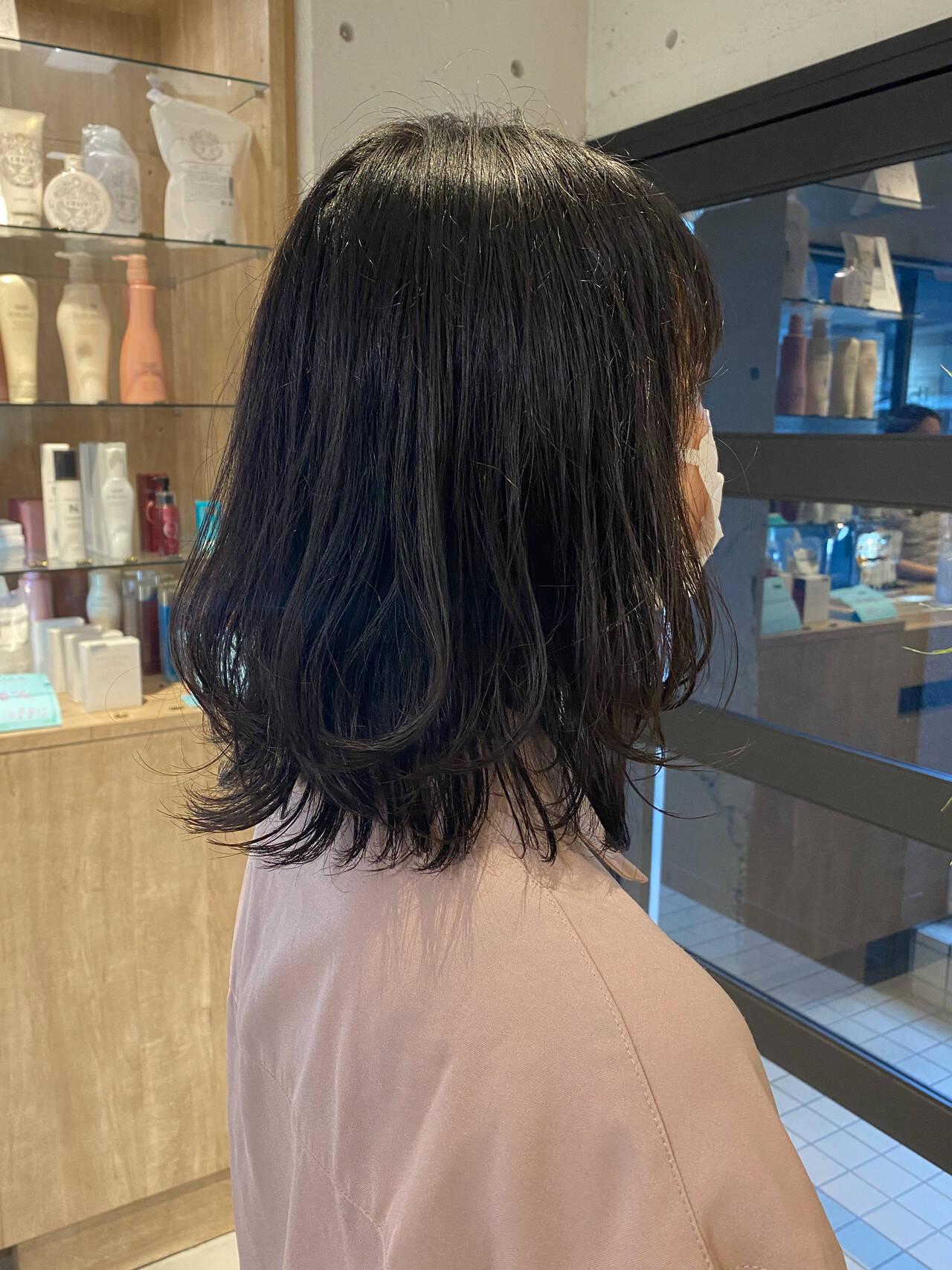 ミディアム ミニボブ 切りっぱなしボブ くびれカールヘアスタイルや髪型の写真・画像