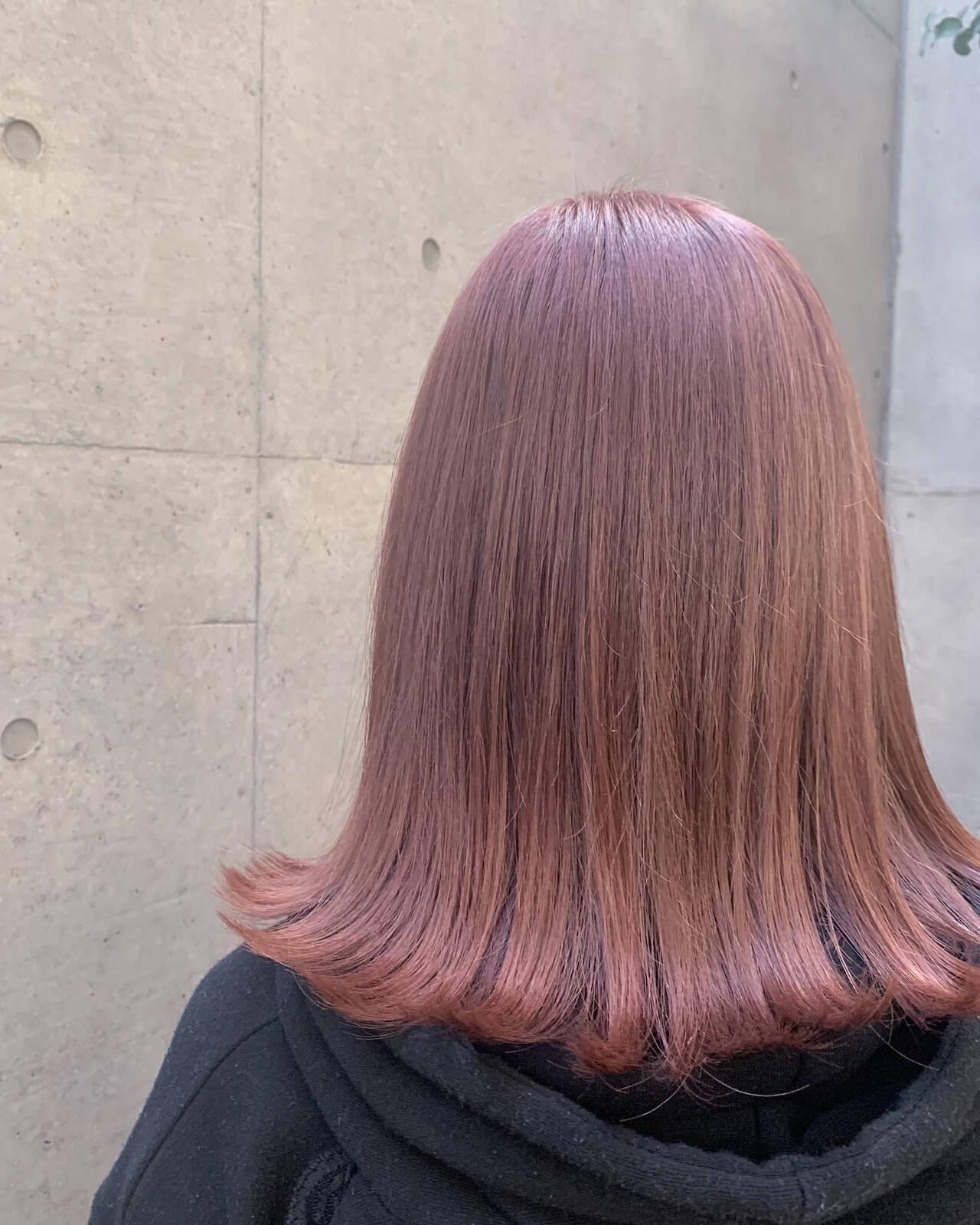 ガーリー ピンクカラー ダブルカラー 切りっぱなしボブヘアスタイルや髪型の写真・画像