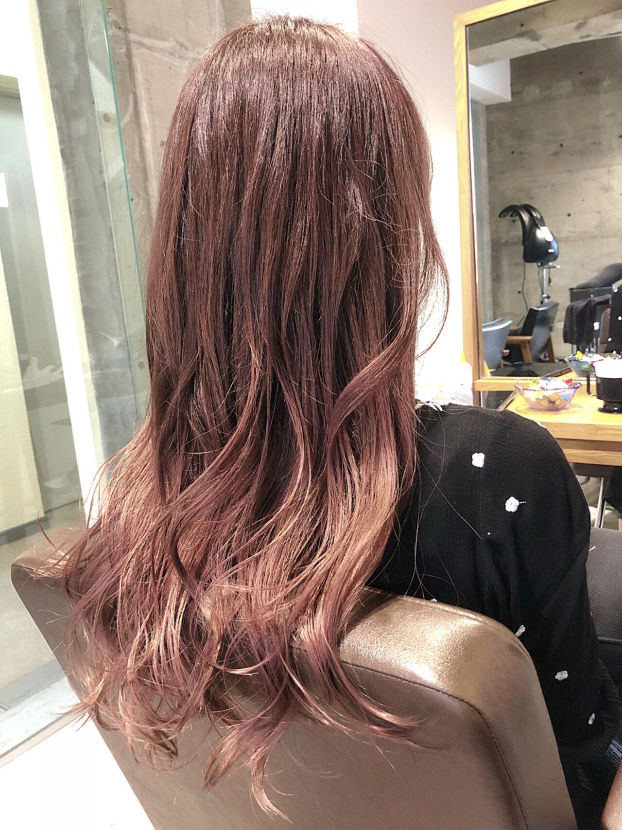 ロング ベージュ ガーリー グラデーションカラーヘアスタイルや髪型の写真・画像