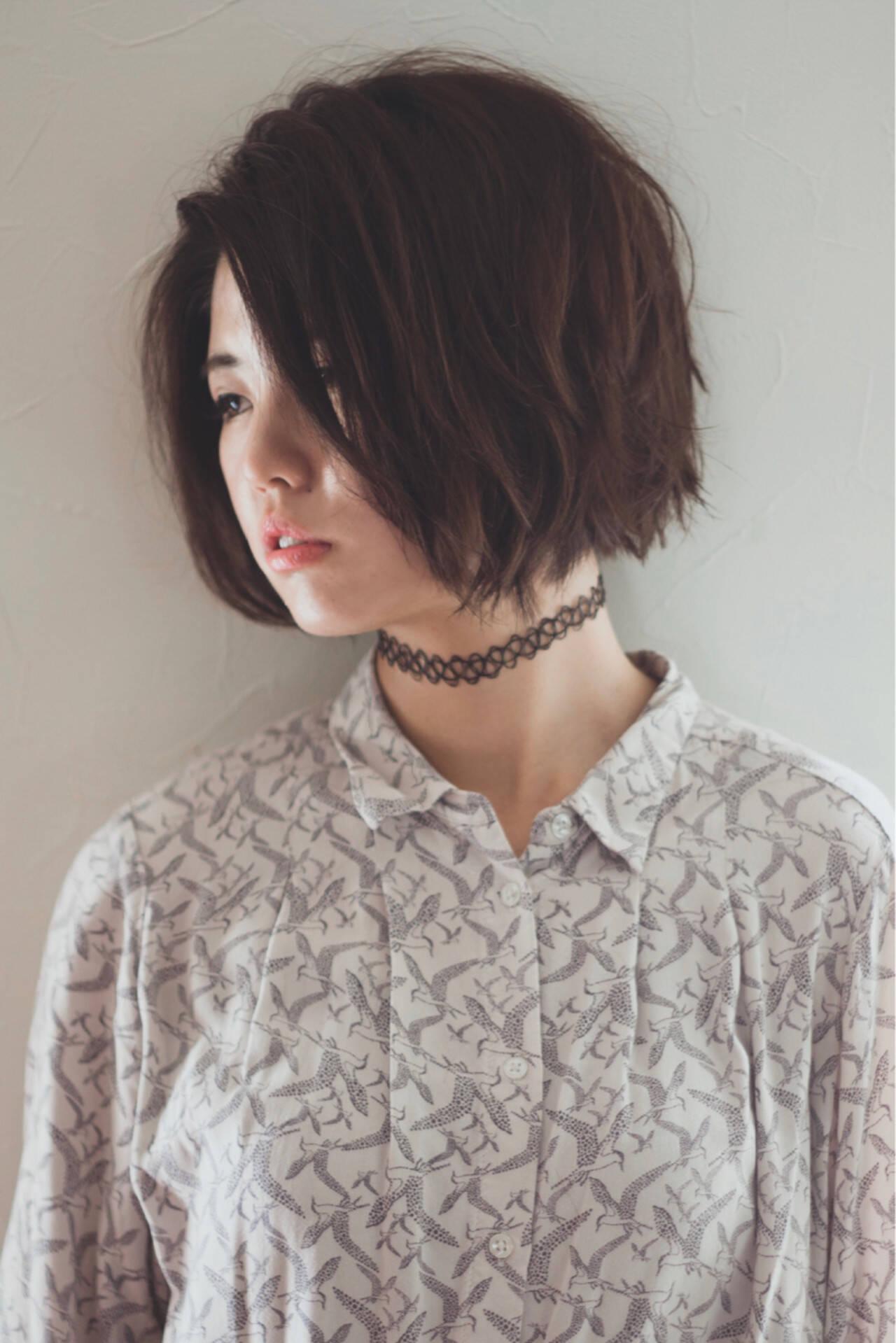 切りっぱなし 暗髪 くせ毛風 ナチュラルヘアスタイルや髪型の写真・画像