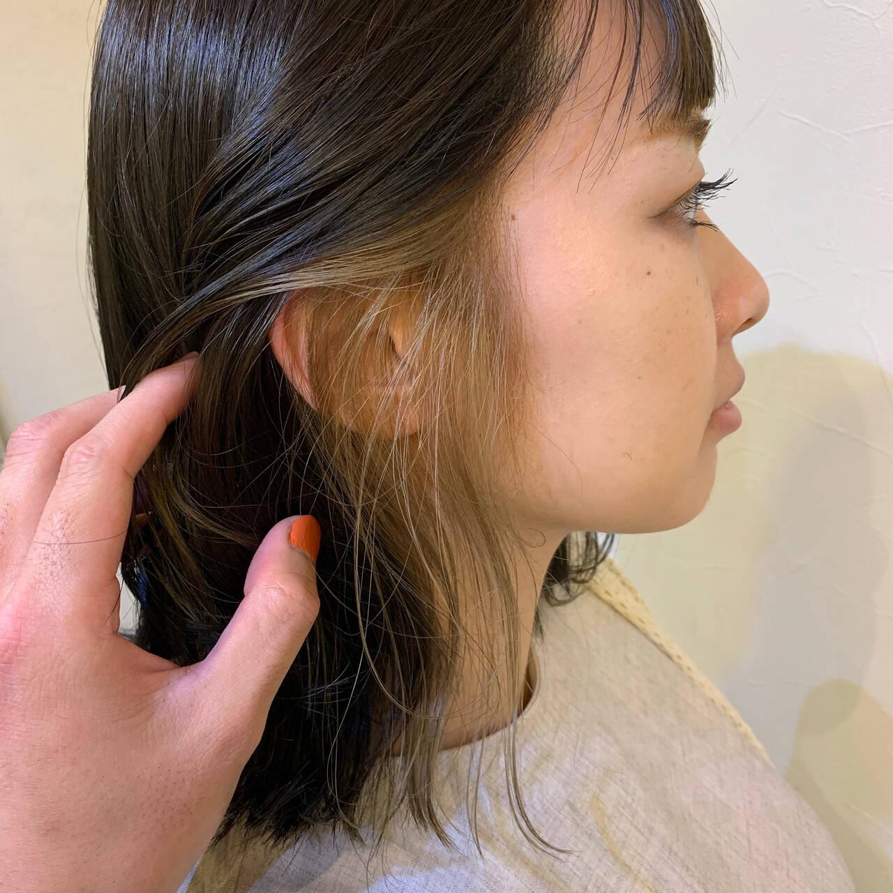 ベージュゴールド ミルクティーベージュ イヤリングカラー フェミニンヘアスタイルや髪型の写真・画像