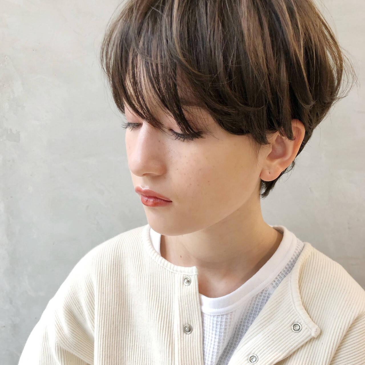 ショート 耳かけ エレガント 上品ヘアスタイルや髪型の写真・画像