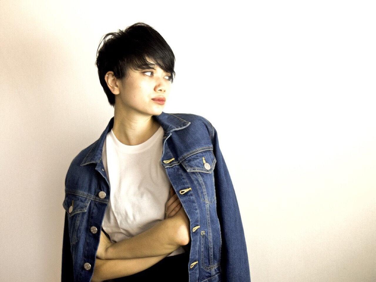 暗髪 ショート 黒髪 モードヘアスタイルや髪型の写真・画像