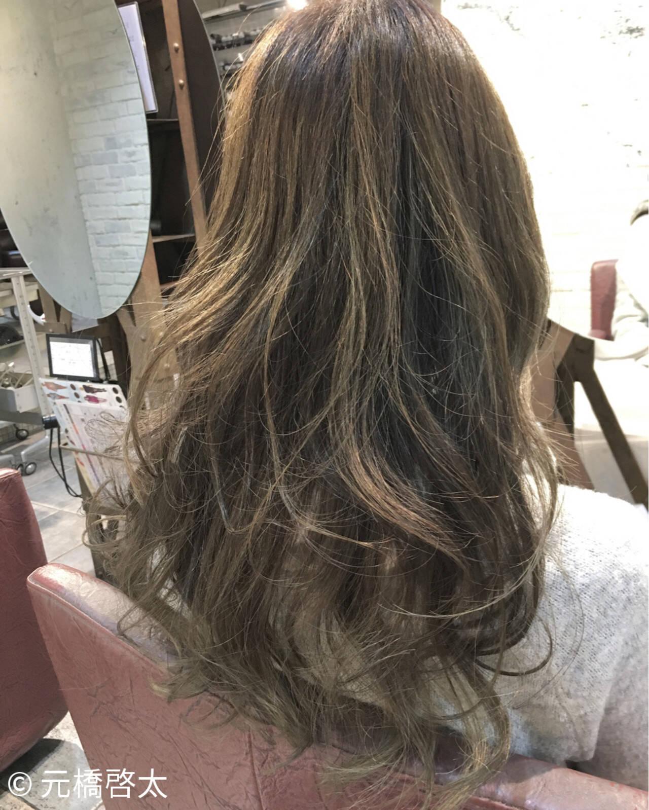 ゆるふわ ハイライト ガーリー アッシュヘアスタイルや髪型の写真・画像