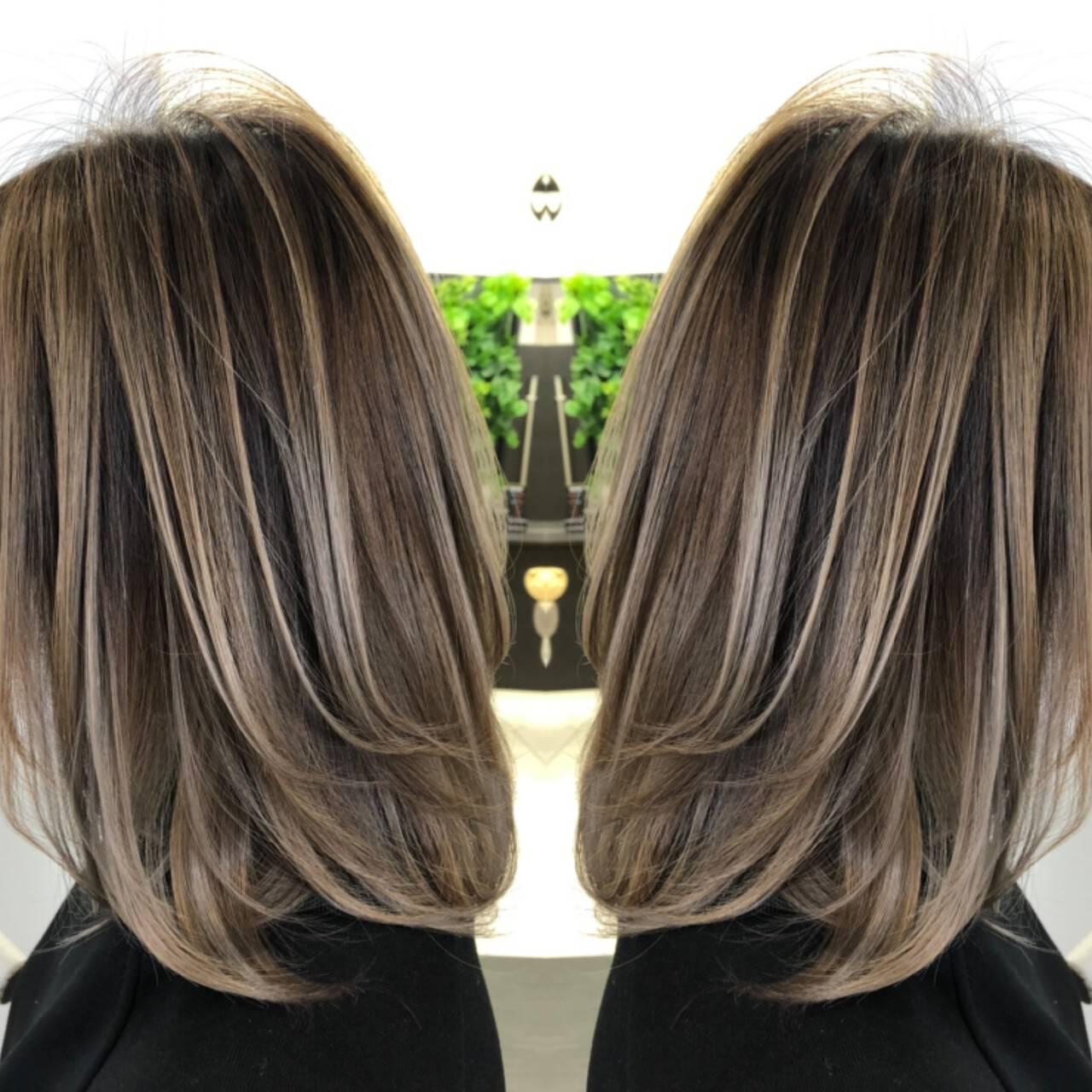 グレージュ イルミナカラー バレイヤージュ グラデーションカラーヘアスタイルや髪型の写真・画像