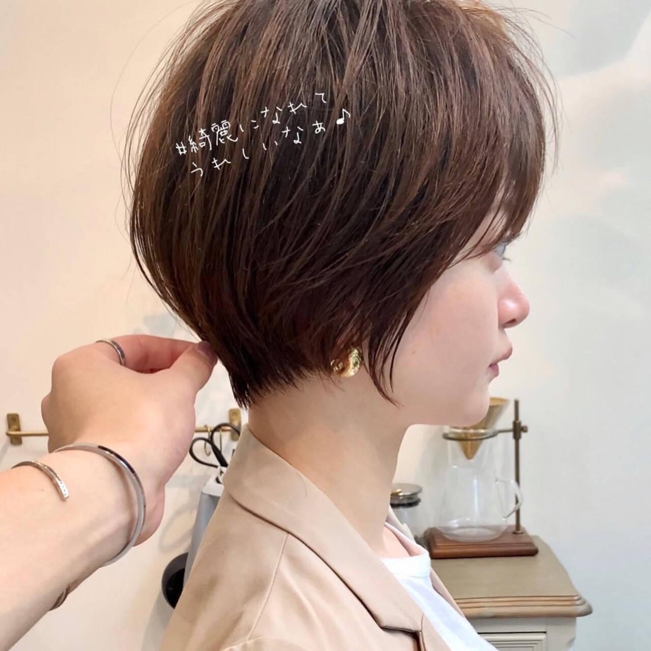 ショート 前髪あり シースルーバング フェミニンヘアスタイルや髪型の写真・画像