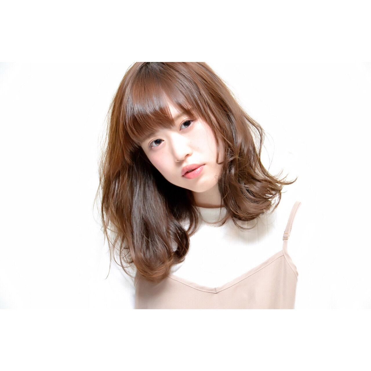 ブルージュ グラデーションカラー ハイライト ミディアムヘアスタイルや髪型の写真・画像
