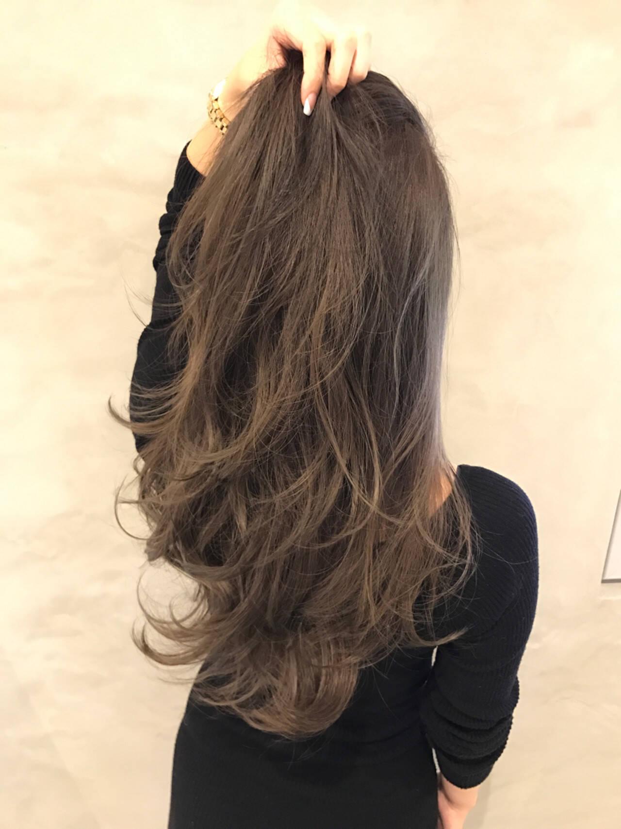 ロング ブラウンベージュ ナチュラル ベージュヘアスタイルや髪型の写真・画像