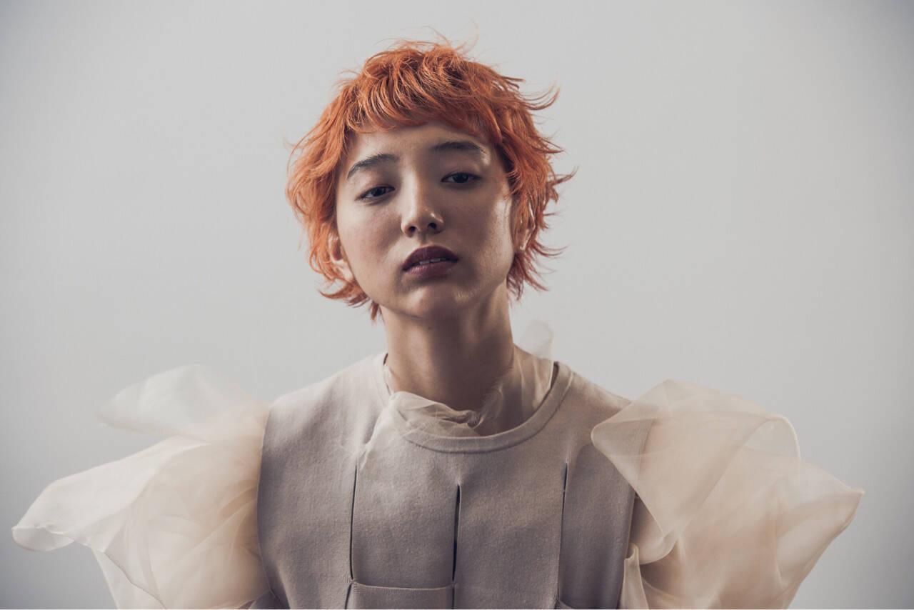 ブリーチ ショート オレンジ ナチュラルヘアスタイルや髪型の写真・画像