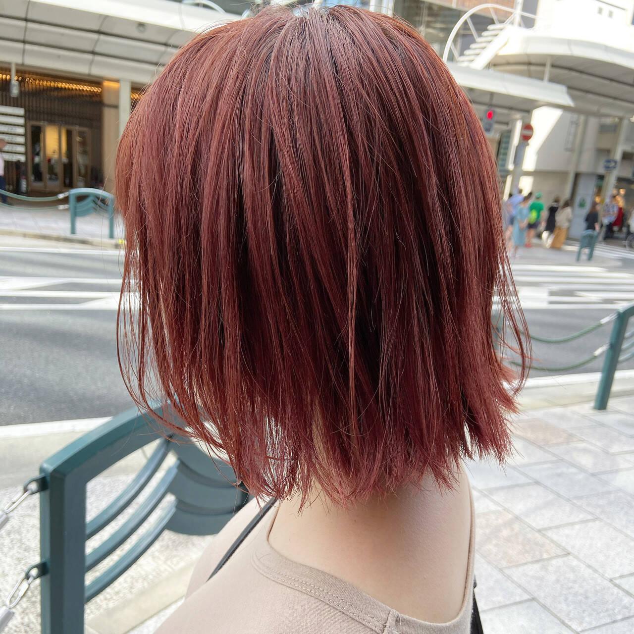 カシスレッド ミディアム レッドカラー チェリーレッドヘアスタイルや髪型の写真・画像