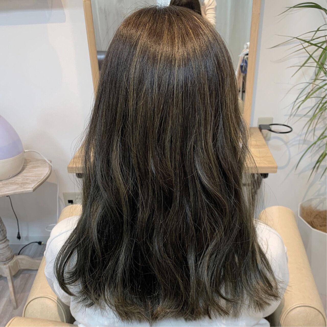 大人ハイライト フェミニン ハイライト マットグレージュヘアスタイルや髪型の写真・画像
