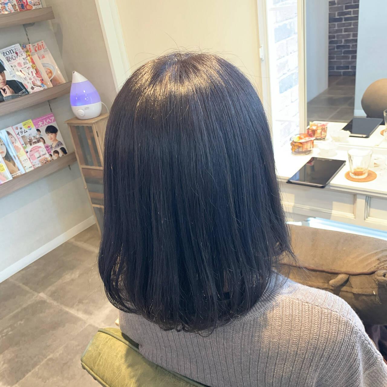 ナチュラル ブルーバイオレット 暗髪 暗色カラーヘアスタイルや髪型の写真・画像