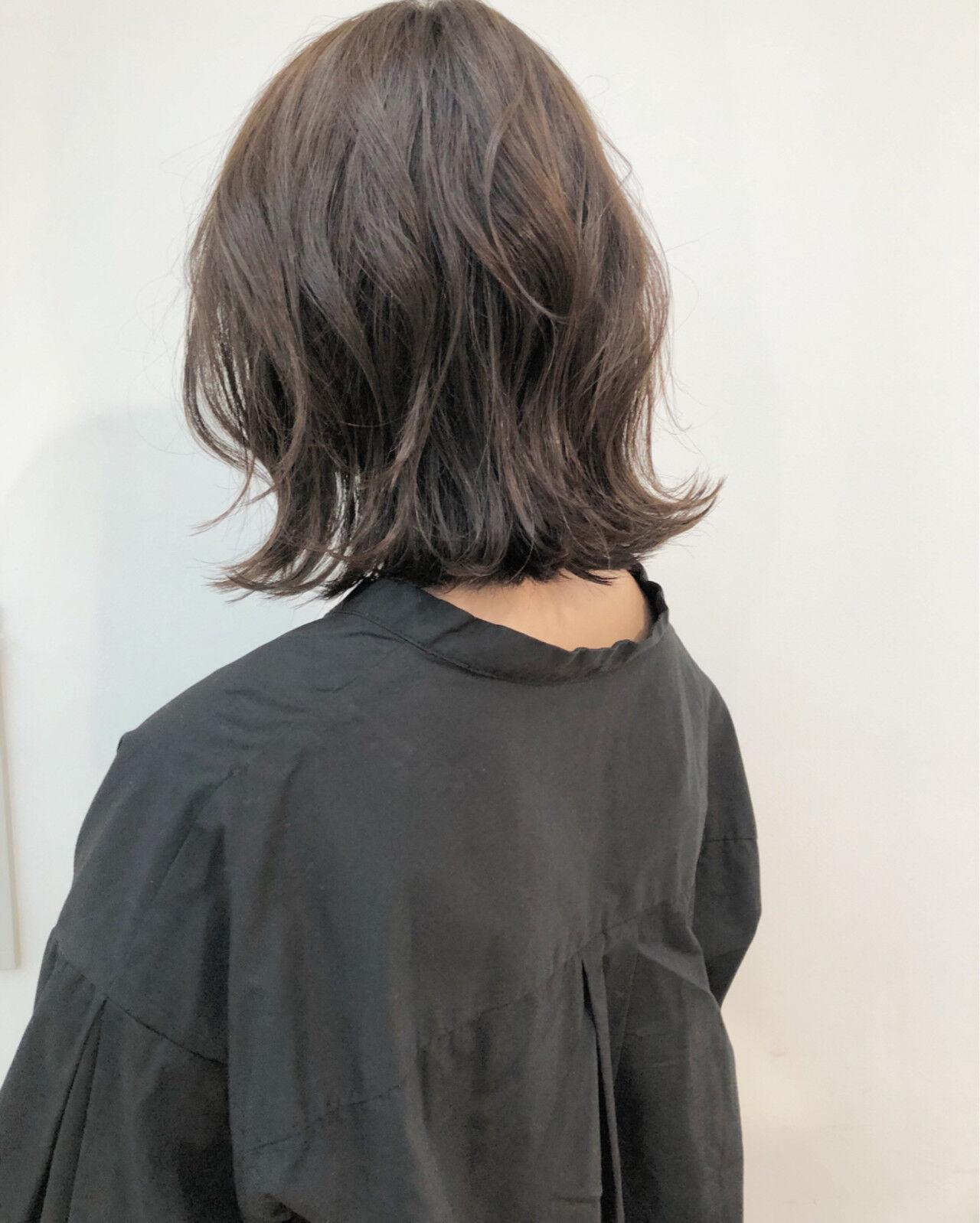 ゆるふわ グレージュ ロブ 切りっぱなしヘアスタイルや髪型の写真・画像