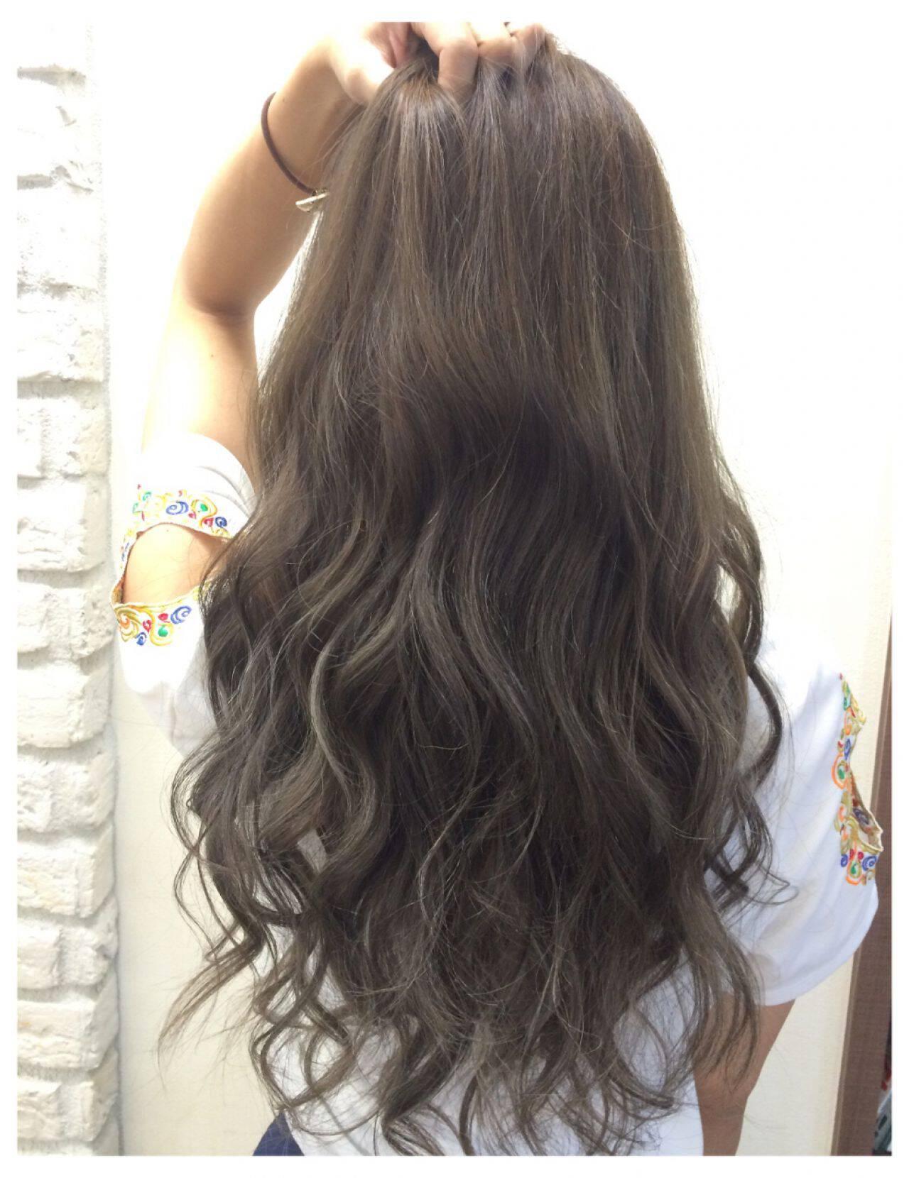 アッシュ ガーリー グレージュ グラデーションカラーヘアスタイルや髪型の写真・画像
