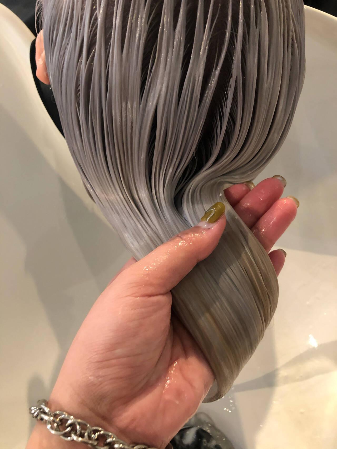 ホワイト ロング ホワイトブリーチ ホワイトシルバーヘアスタイルや髪型の写真・画像