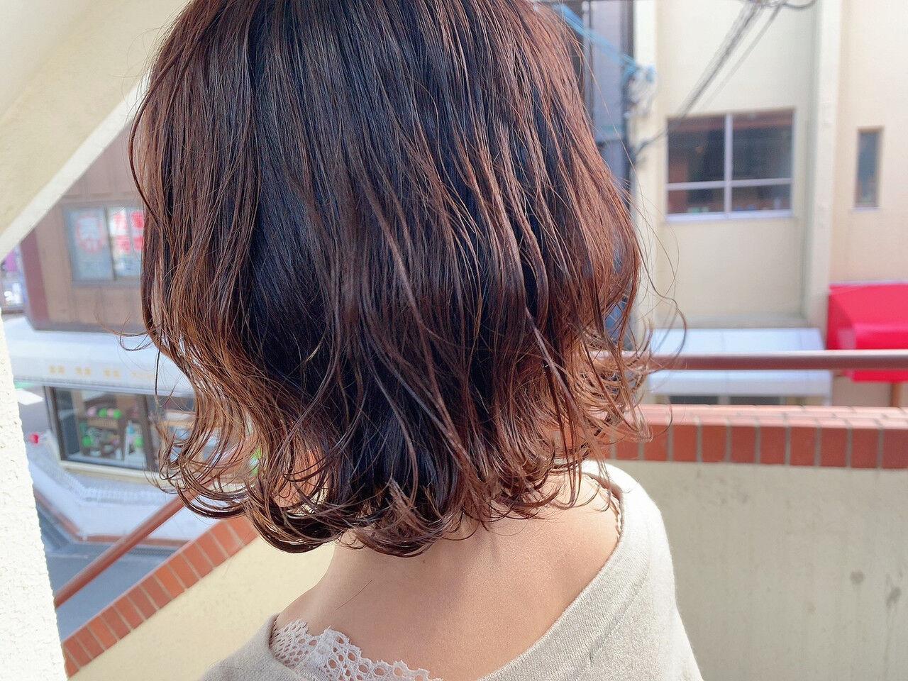 バイオレットアッシュ 切りっぱなしボブ 外ハネボブ 透明感カラーヘアスタイルや髪型の写真・画像