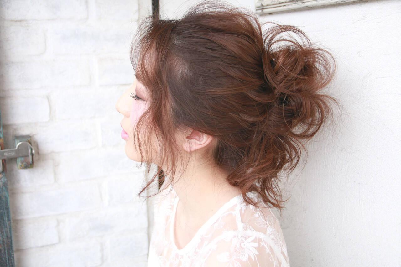春 ロング お団子 フェミニンヘアスタイルや髪型の写真・画像