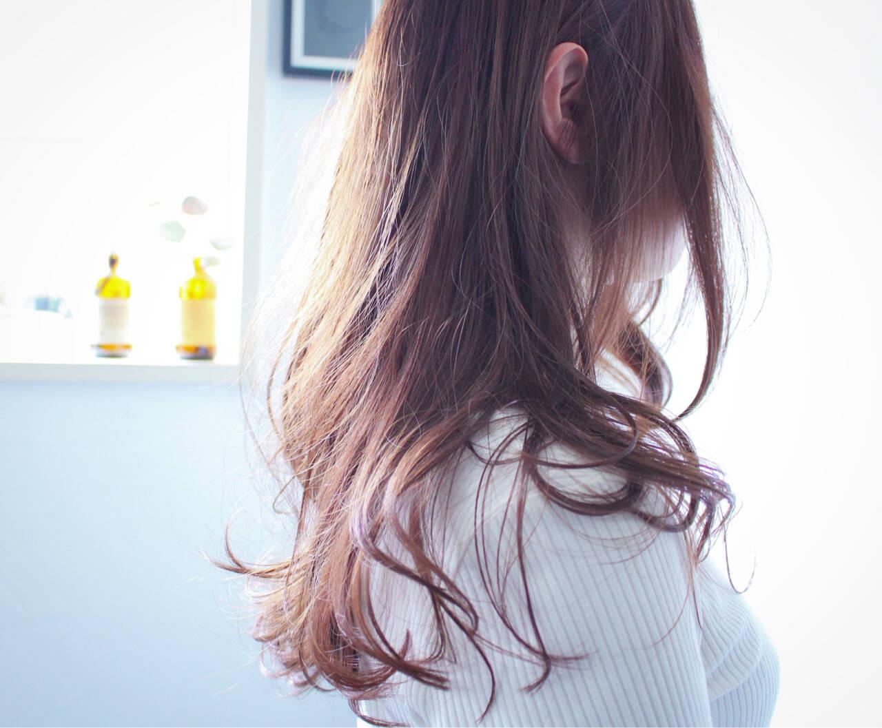 ロング ラベンダーアッシュ ラベンダー ナチュラルヘアスタイルや髪型の写真・画像