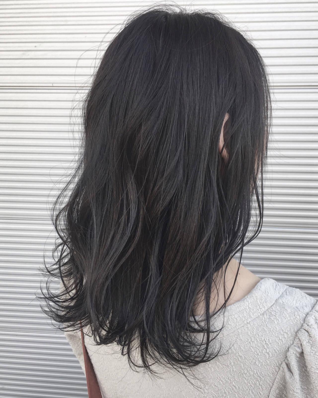 セミロング コンサバ 暗髪 ブラックグレーヘアスタイルや髪型の写真・画像