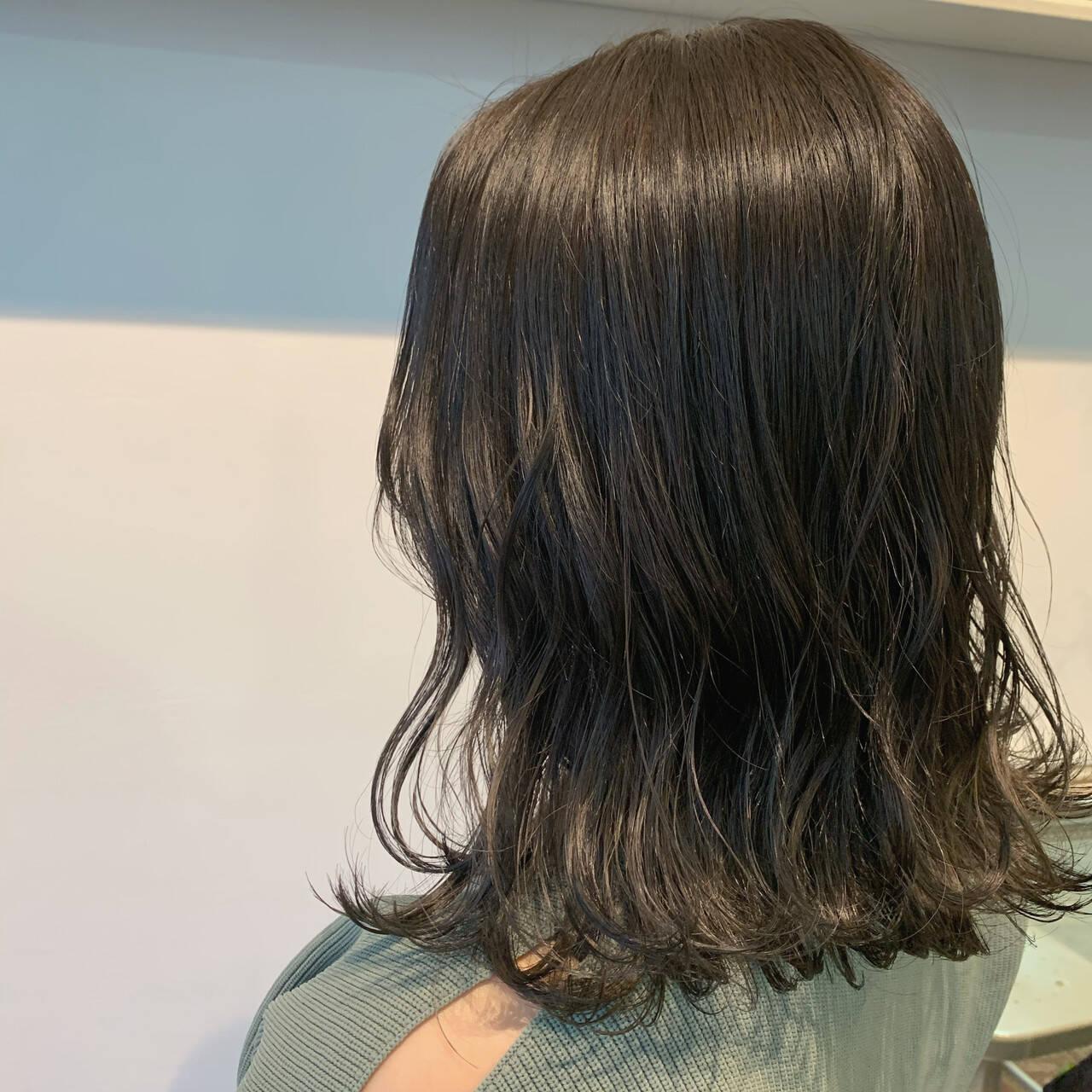 ベージュ ミディアム 透明感カラー 大人可愛いヘアスタイルや髪型の写真・画像