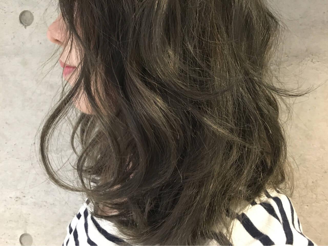グラデーションカラー 簡単ヘアアレンジ ミディアム アッシュヘアスタイルや髪型の写真・画像
