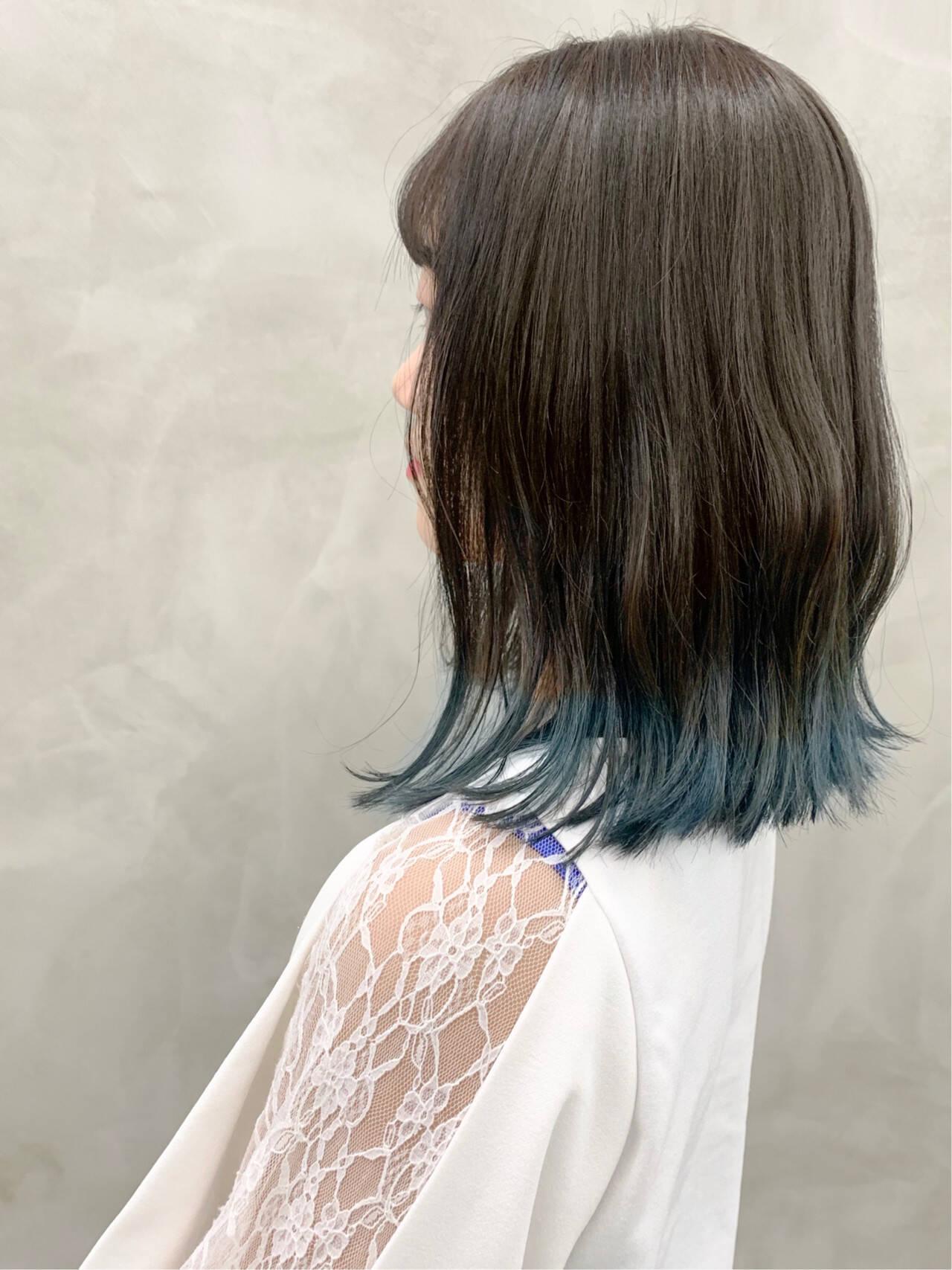 グレージュ 裾カラー ミディアム ブリーチヘアスタイルや髪型の写真・画像