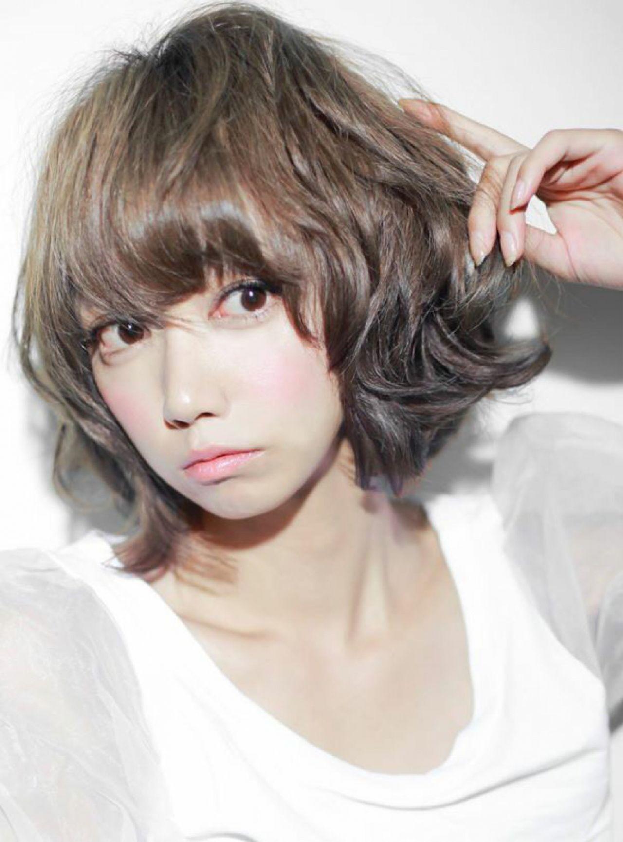 ミディアム パーマ ショート アッシュヘアスタイルや髪型の写真・画像