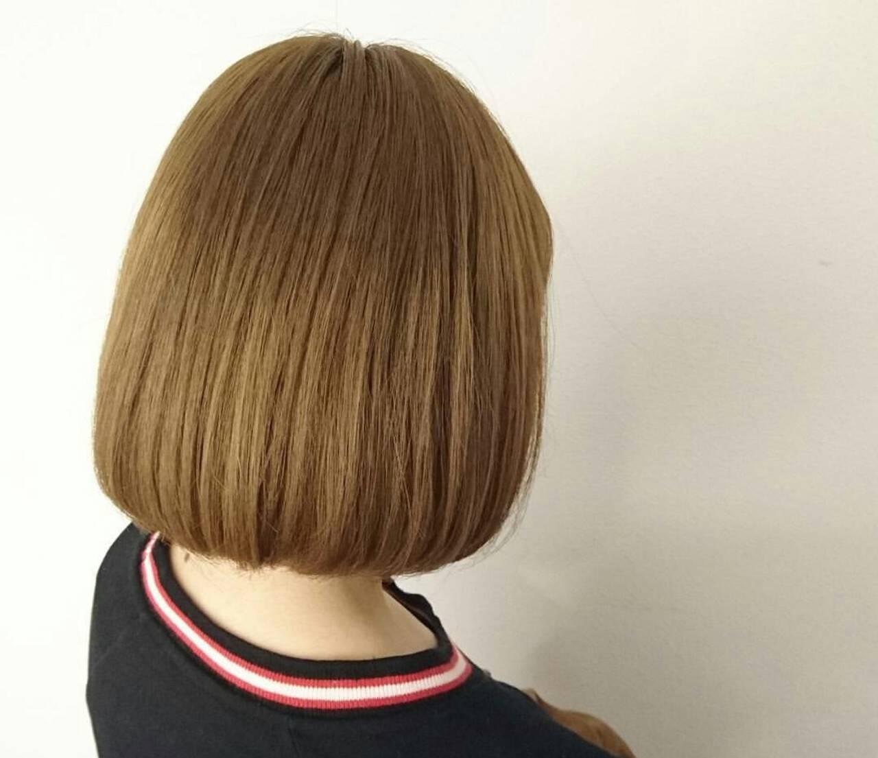 ブリーチ ベージュ ボブ イエローヘアスタイルや髪型の写真・画像
