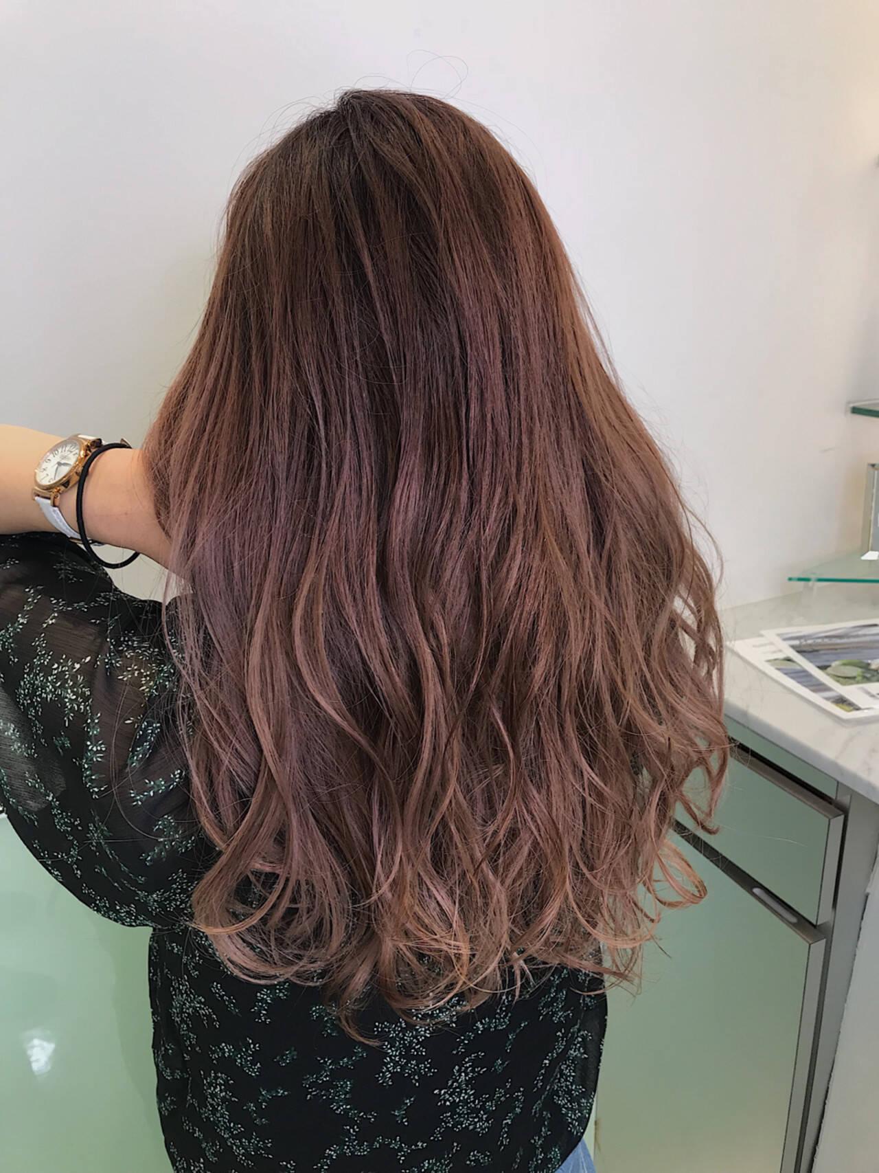 ピンク グラデーションカラー フェミニン ハイライトヘアスタイルや髪型の写真・画像