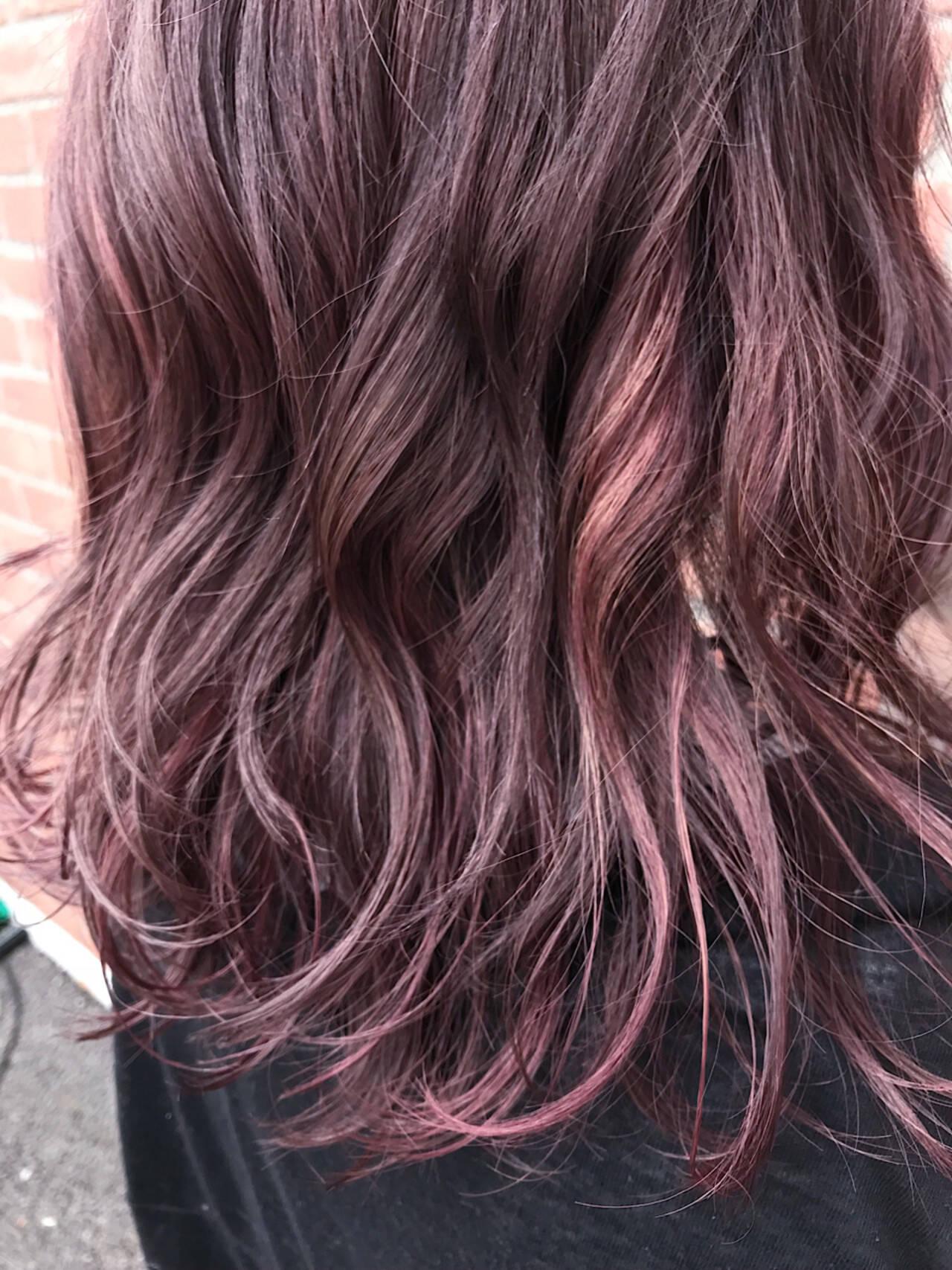レッド ピンク ミディアム ベージュヘアスタイルや髪型の写真・画像