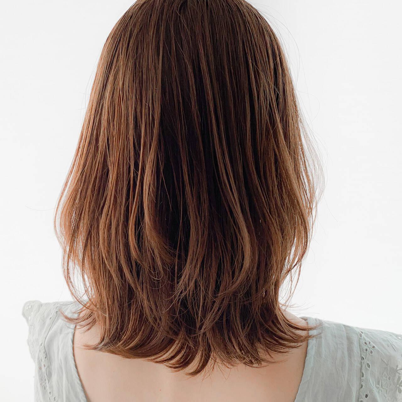 大人ミディアム イヤリングカラーベージュ 外国人風カラー ショートヘアヘアスタイルや髪型の写真・画像