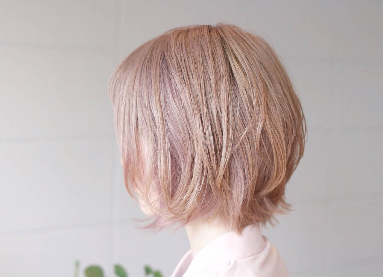 大人かわいい ミルクティー ハイトーン ダブルカラーヘアスタイルや髪型の写真・画像