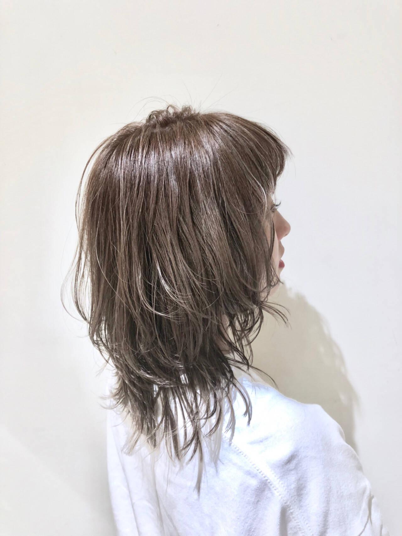 ミディアム ハイライト ウェーブ グラデーションカラーヘアスタイルや髪型の写真・画像