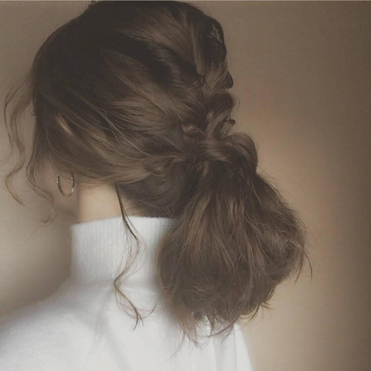 ミディアム ゆるふわ 大人かわいい ローポニーテールヘアスタイルや髪型の写真・画像