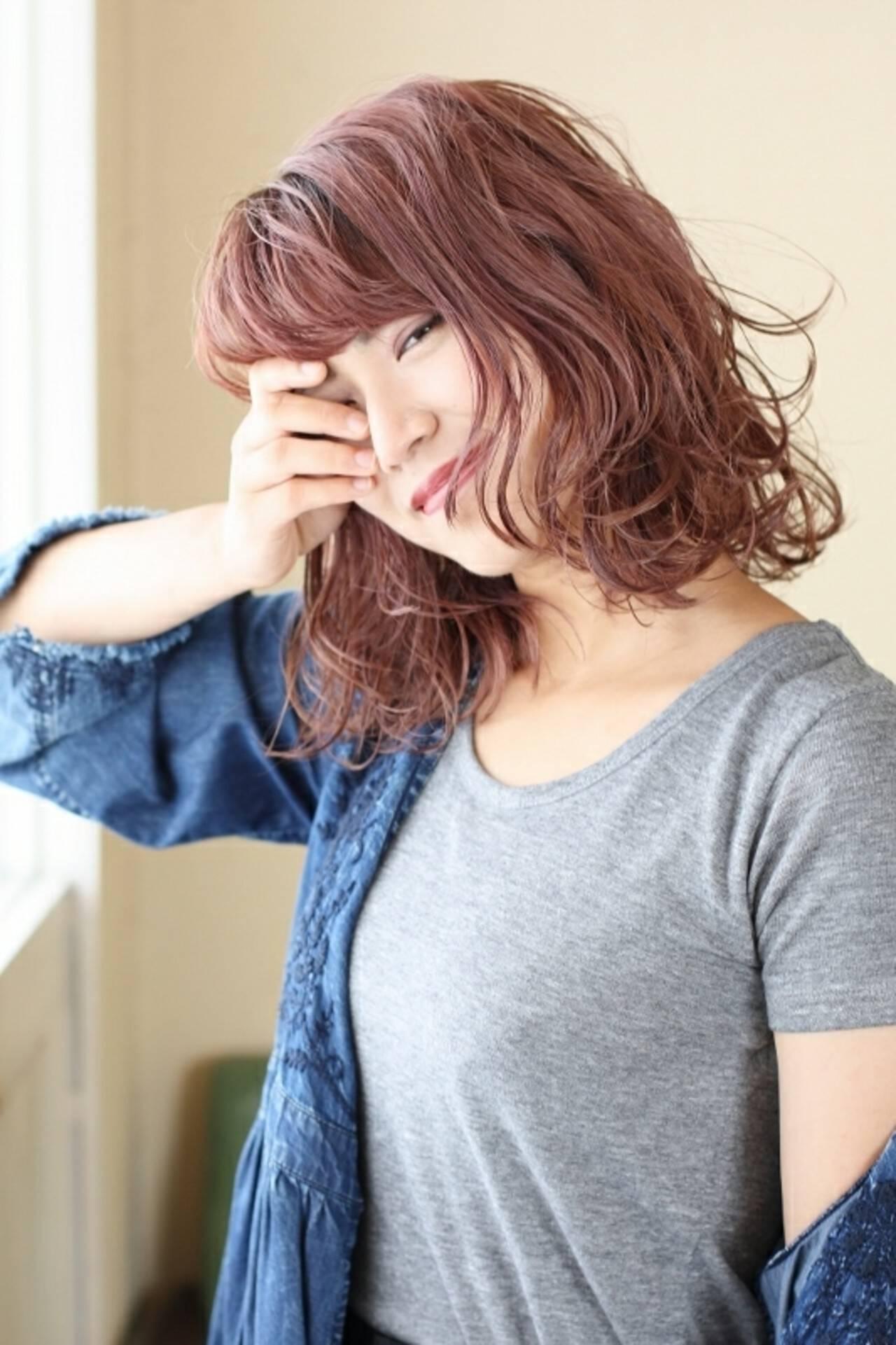 ピンク ウェットヘア モード ダブルカラーヘアスタイルや髪型の写真・画像